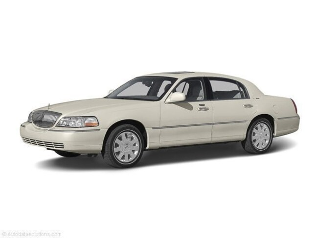 2004 Lincoln Town Car Sedan