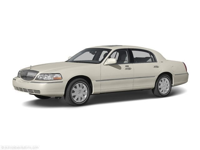 2004 Lincoln Town Car Ultimate Sedan