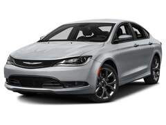 2016 Chrysler 200 Limited Platinum Sedan