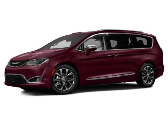 Used 2017 Chrysler Pacifica Touring-L Van in Antigo