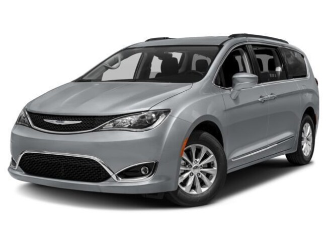 2018 Chrysler Pacifica Touring Plus Mini-Van