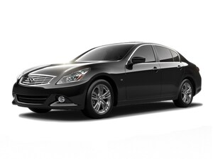 2015 INFINITI Q40 with Navigation Plus Package