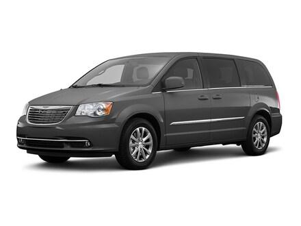 2016 Chrysler Town & Country Limited Platinum Van LWB Passenger Van