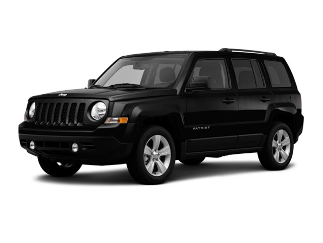 Used 2016 Jeep Patriot Latitude 4x4 SUV near Amherst