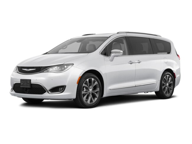 New 2018 Chrysler Pacifica Limited Van in Concord, CA