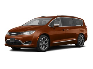 New 2018 Chrysler Pacifica Limited Van in Brunswick, OH