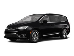 New 2018 Chrysler Pacifica TOURING L Passenger Van North Attleboro Massachusetts