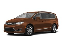 2018 Chrysler Pacifica Touring L-S Model 7 Passenger Minivan