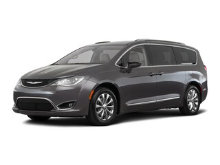 New 2018 Chrysler Pacifica TOURING L Passenger Van in Brunswick, OH