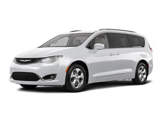 New 2018 Chrysler Pacifica TOURING L PLUS Passenger Van 26861 Petaluma