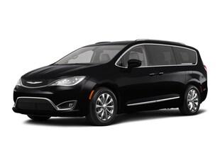 2018 Chrysler Pacifica Touring L Mini-van, Passenger