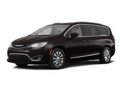 2018 Chrysler Pacifica Touring L 4dr Mini Van Van