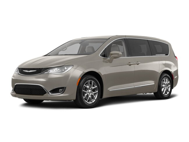 New 2018 Chrysler Pacifica Touring Plus Van for sale in Fort Dodge, IA