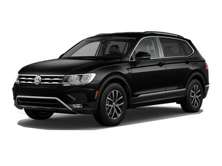 New Volkswagen vehicles 2018 Volkswagen Tiguan SUV 3VV2B7AX2JM188902 for sale near you in Lakewood, CO