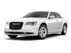 new 2019 Chrysler 300 Touring Sedan for sale in Perry, GA