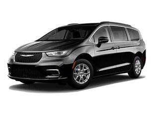 2021 Chrysler Pacifica Touring Van Passenger Van