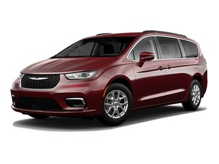 New 2021 Chrysler Pacifica TOURING Passenger Van for sale in Cambridge, MN