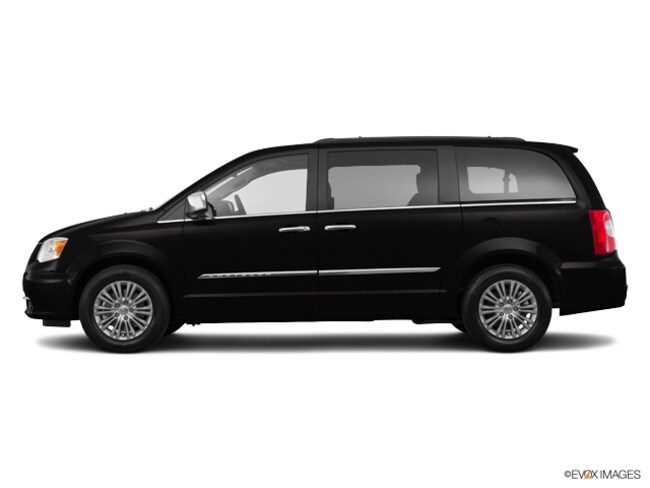 Used 2016 Chrysler Town & Country Touring-L Minivan/Van in Bunker Hill, IN
