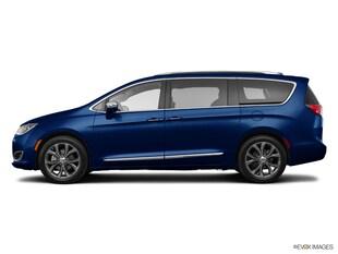 2017 Chrysler Pacifica Limited Minivan/Van