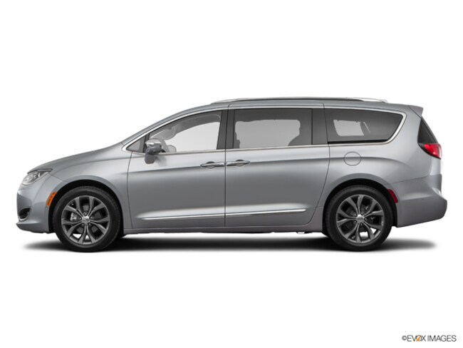 Used 2017 Chrysler Pacifica Limited Van for sale near Playa Vista