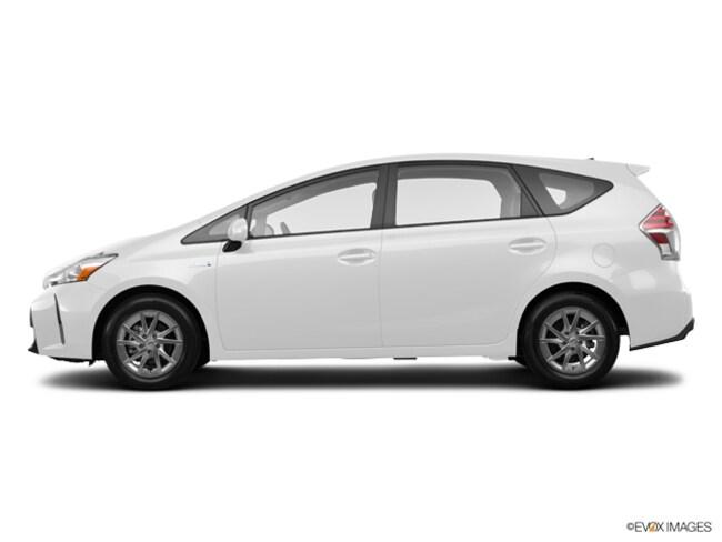 2017 Toyota Prius v 5-Door Four