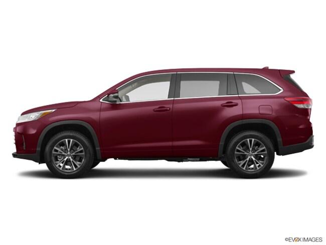 New 2019 Toyota Highlander LE Plus V6 SUV near Dallas, TX