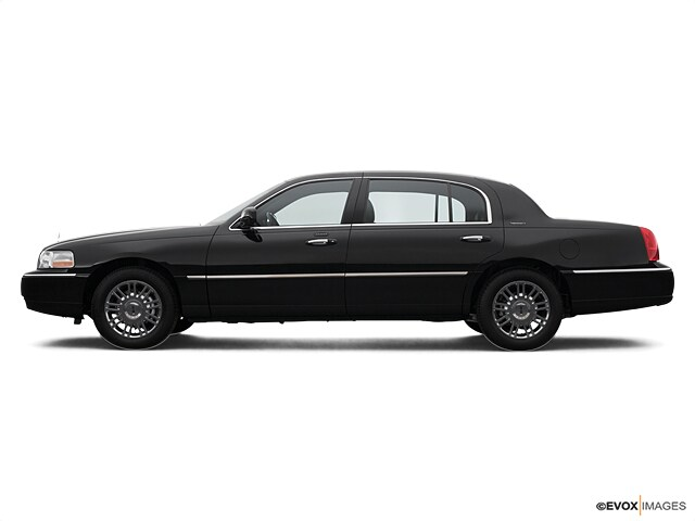 Need A Car Sudbury >> Pre Owned 2007 Lincoln Town Car 4dr Sdn Signature In