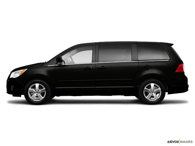 2010 Volkswagen Routan SE Van Johnston, IA