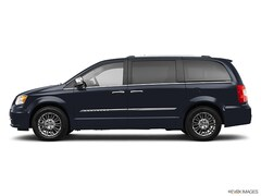 2011 Chrysler Town & Country Touring w/DVD Mini-Van