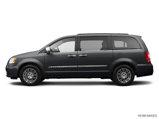 used 2014 Chrysler Town & Country Touring Van greenbay wi