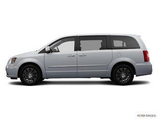 Used 2014 Chrysler Town & Country S Van Front-wheel Drive For sale in Clinton, IL
