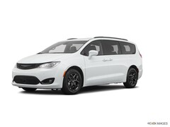 2020 Chrysler Pacifica TOURING L PLUS Van