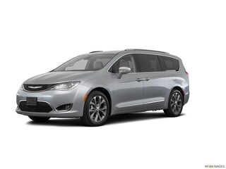 2017 Chrysler Pacifica Limited Mini-Van