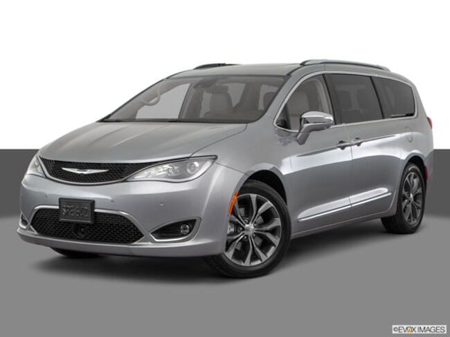 New 2018 Chrysler Pacifica Limited Minivan/Van in Patchogue
