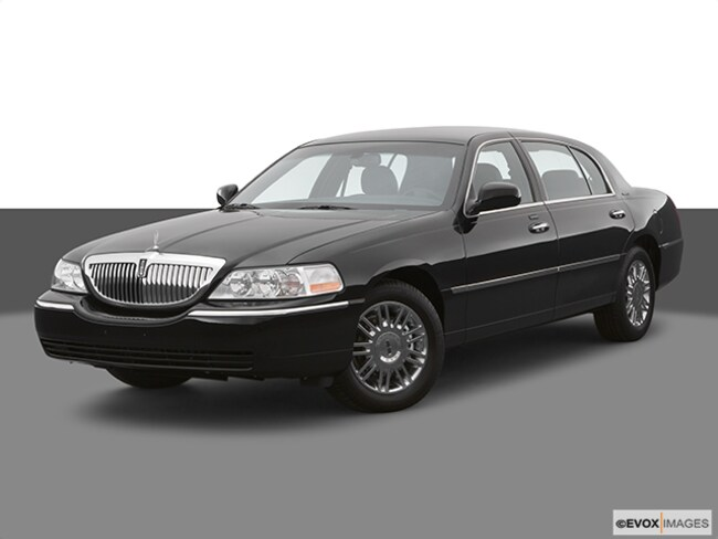 2007 Lincoln Town Car Signature Sedan