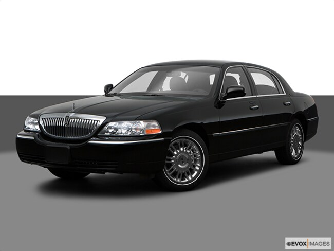 2009 Lincoln Town Car Signature Sedan