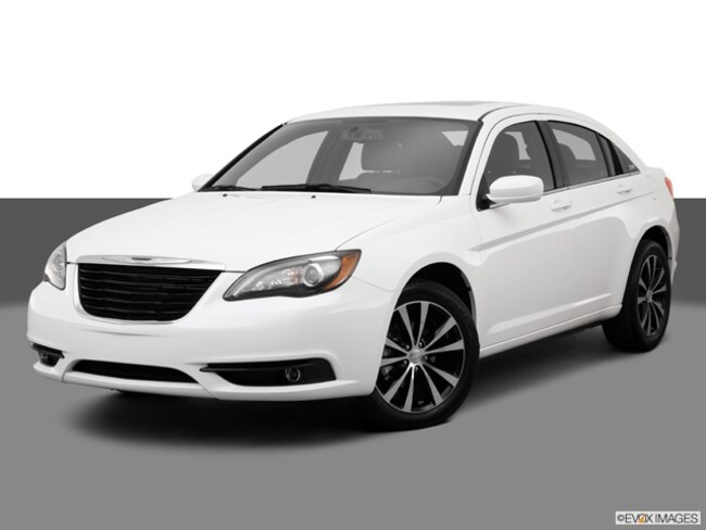 2013 Chrysler 200 SD Sedan