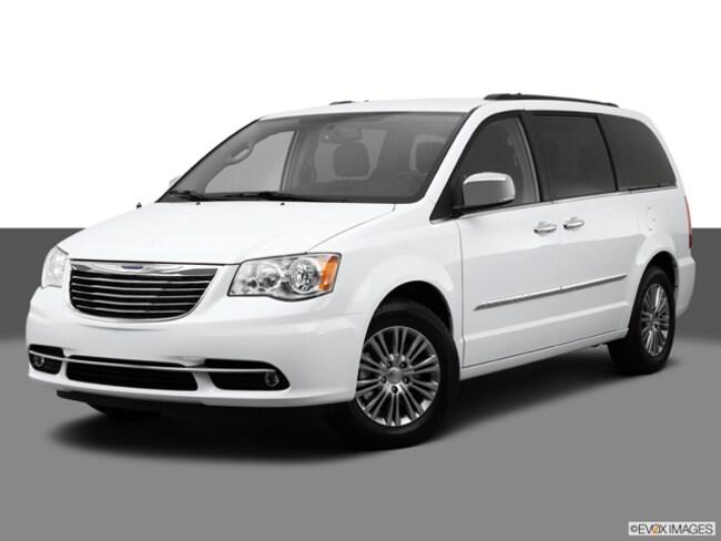 2014 Chrysler Town & Country Touring-L Passenger Van