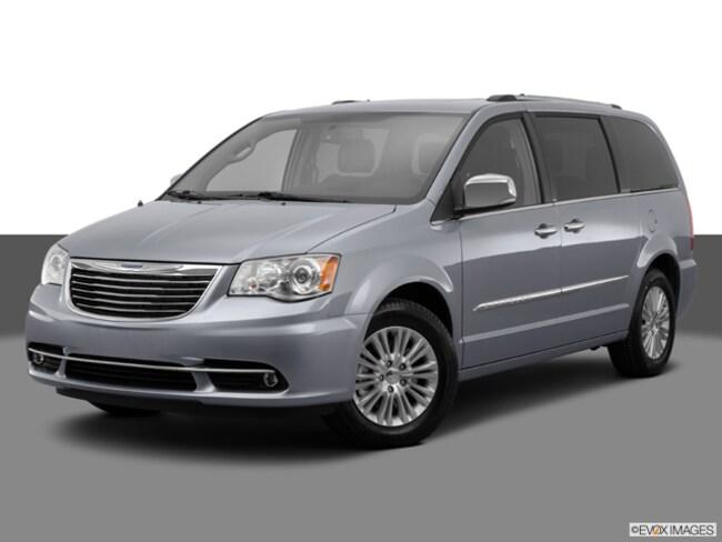 2014 Chrysler Town & Country Limited Minivan/Van