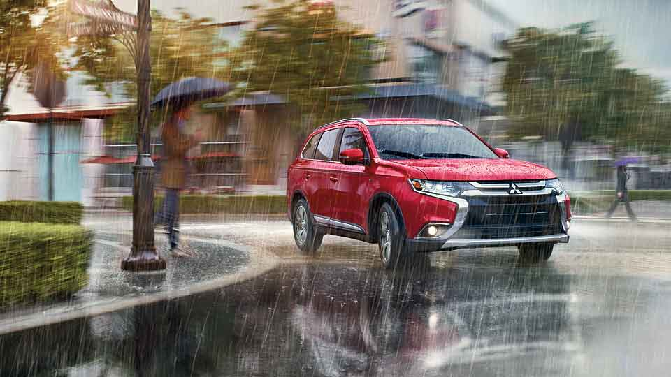 2016 Mitsubishi Outlander SUV driving in rain