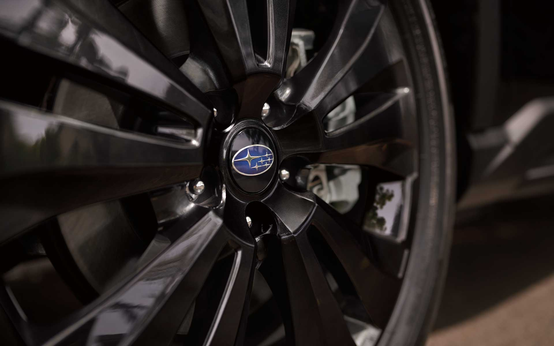 A close-up of the standard 20-inch alloy wheels on the Subaru Ascent Onyx Edition.