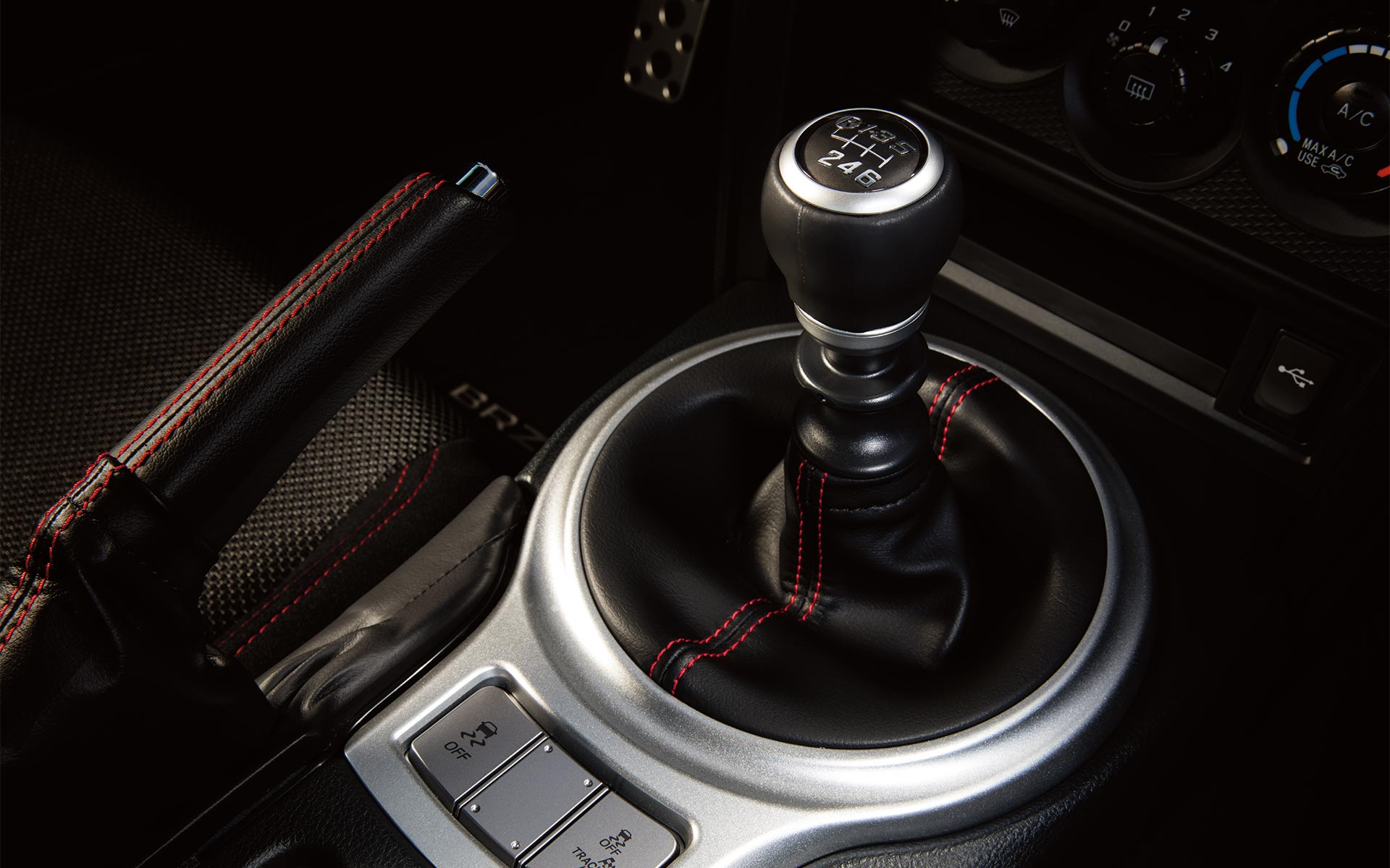 A close-up of the 6-speed manual transmission shifter in the 2020 BRZ.