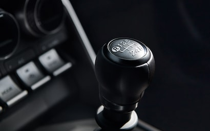 A close up of the 6-speed manual shifter in the 2022 BRZ Limited.